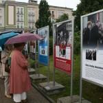 Mimo pogody na otwarcie wystawy przybyło sporo ludzi.